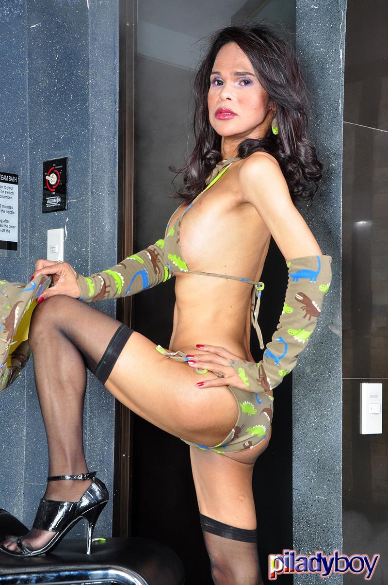 Alexia: Arousing Green Swimsuit