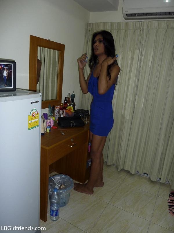 Dark Skin T-Girl Chocolate Takes Amateur Pics In Her Room