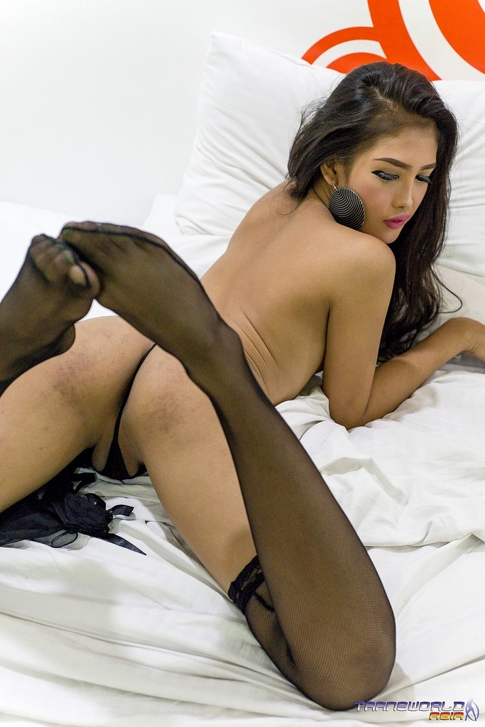 Fantastic Tranny TANYA Getting Completely Naked And Spreading