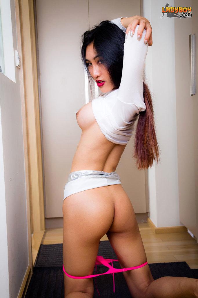 Hot Slender Yuki Has A Hardon!