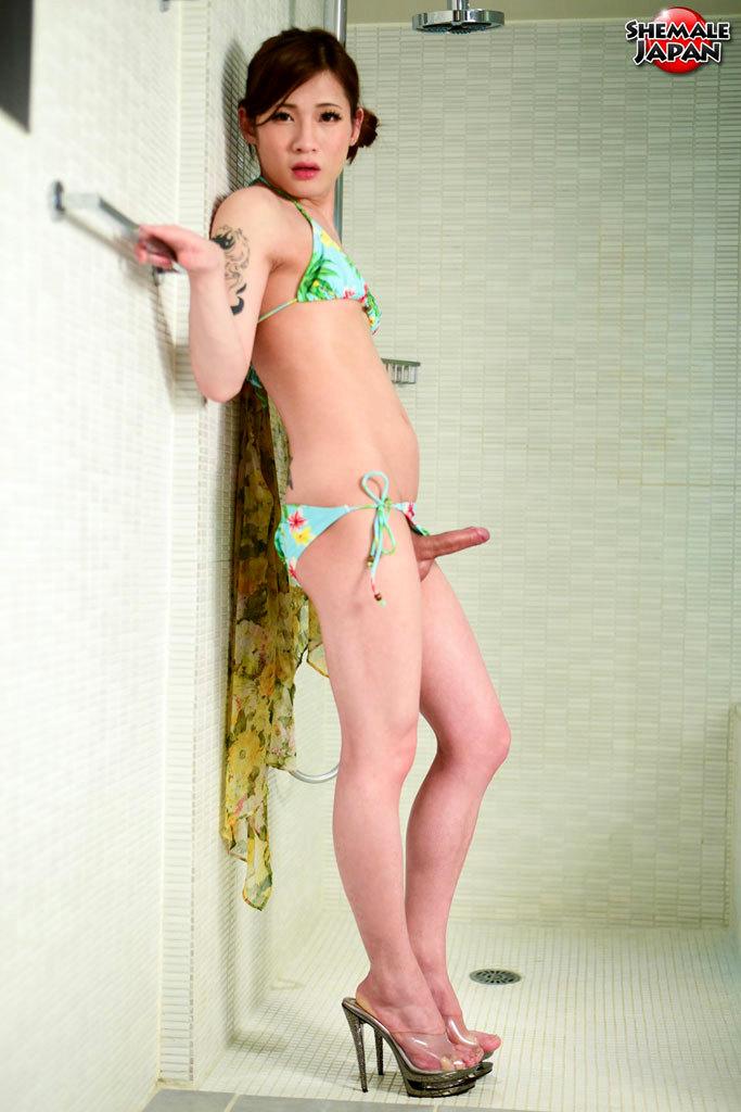 Mako Aiuchi Swimsuit Babe