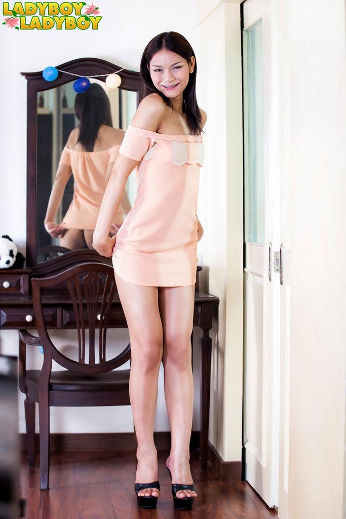 Sensual Pon's Long Legs!