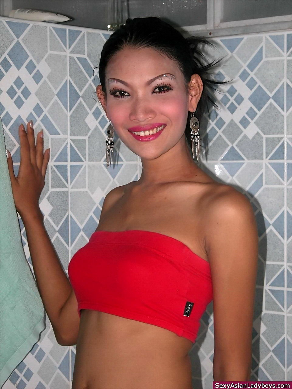 Tall Thai T Girl Flashing Close Ups Of Her Tight Backdoor