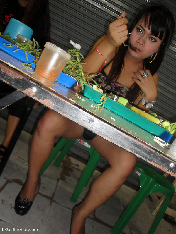 Teen Tranny Ping Bangs Herself With A Huge Green Cucumber